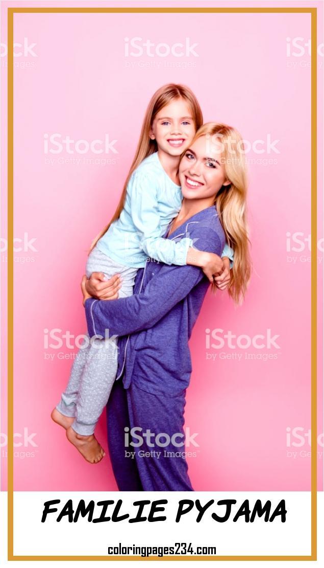 Konzept Der Güte Glück Und Zeit Zusammen Mit Einer Familie familie pyjama, source:istockphoto.com