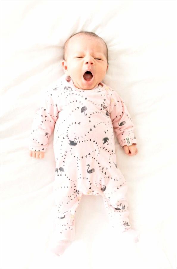 640 jessica photography baby newborn bed jumpsuit boxpakje gaap gapen yawwi