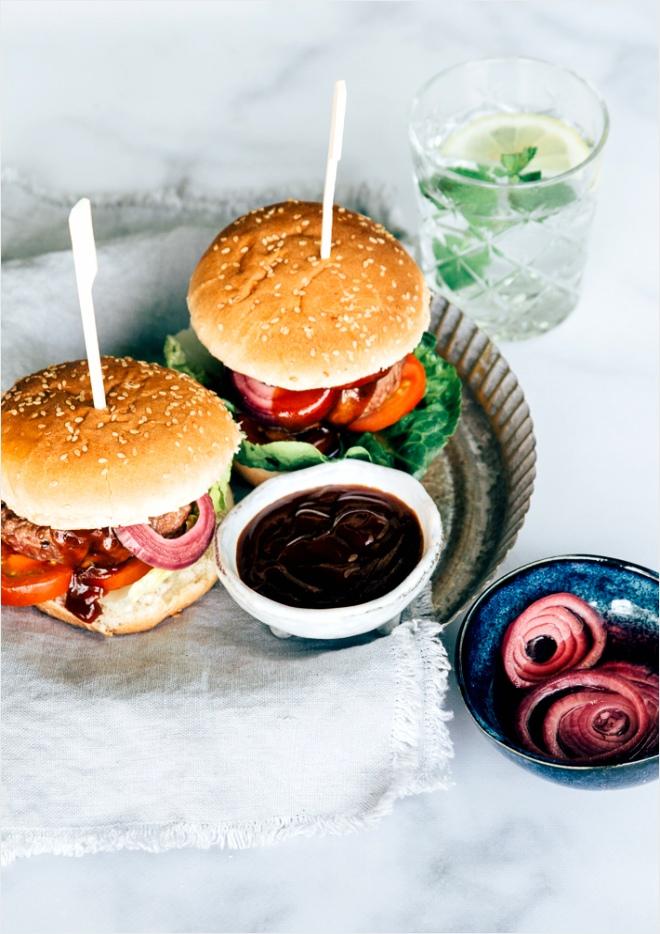 BBQ burger met zoetzure ui 4 4 trytr